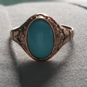 Gold Ring sign  Help Id