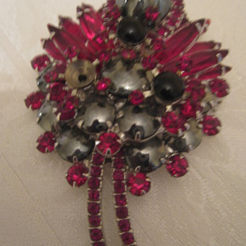 Vintage Brooch Red/Black Stones  - Costume Jewelry