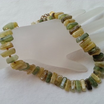 VINTAGE BOHO CHUNKY NATURAL GREEN STONE NECKLACE SIGNED HOBE