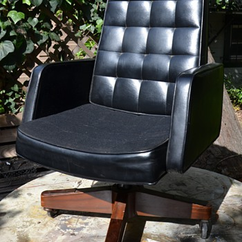 Executive Swivel Office Chair by Harter - 60s/70s?
