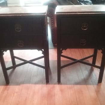 I love these 2 side tables. Someone put them out with the garbage.