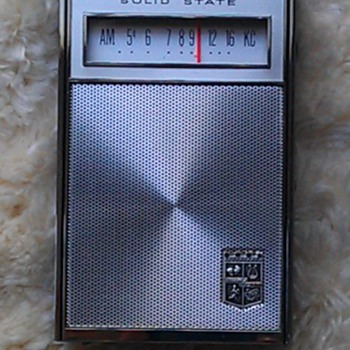 Magnavox 3AM804 transistor radio