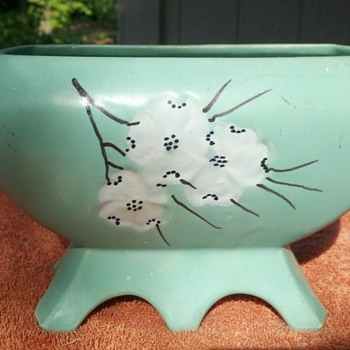 Mint mccoy-dogwood  - Art Pottery