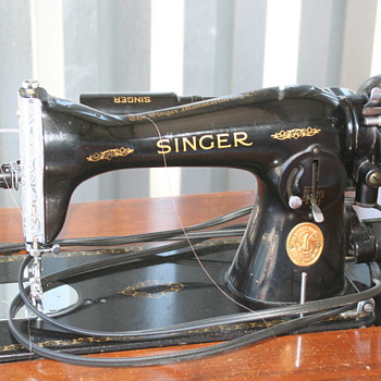 My Singer Model 15 made in 1946 - Sewing
