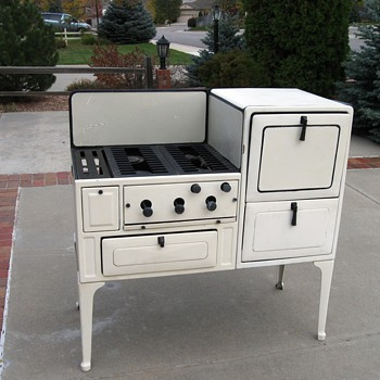 1933 antique Coleman stove