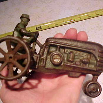 Have you knowledge of this toy tractor? - Tractors