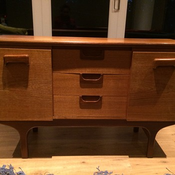 Help to ID a small retro sideboard / credenza