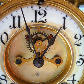 Face view of mantel clock