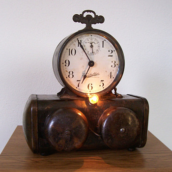 "Darche ""Flashlight"" Alarm Clock"