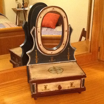 Trinket Box with Mirror