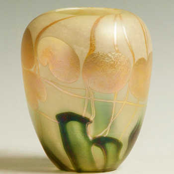 QUEZAL N.Y. ART GLASS VASE, circa 1902