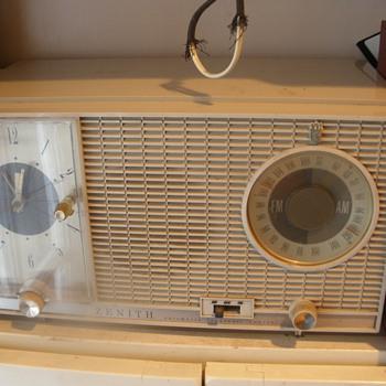 Zenith Clock Radio