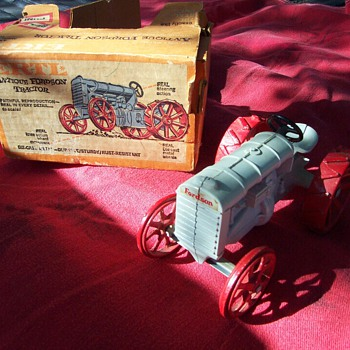 ERTL FORDSON TRACTOR W/ORIGINAL BOX - Model Cars