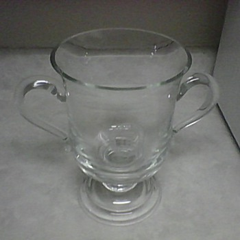 WHITE COLUMNS COUNTRY CLUB 2001 TROPHY - Glassware