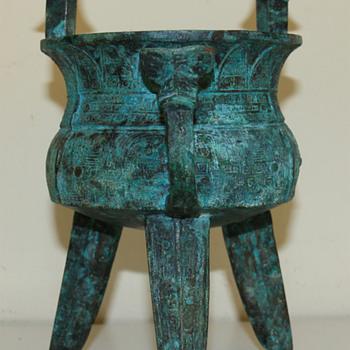 Chinese bronze ritual vessel