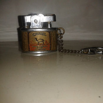 Camel lighter on keyring - Tobacciana