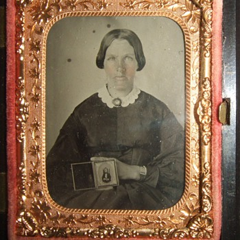 Mourning mother ambrotype - Photographs