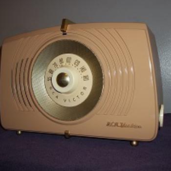 RCA- VICTOR TUBE RADIO - Radios