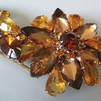 Juliana? Honey and Brown Flower Brooch