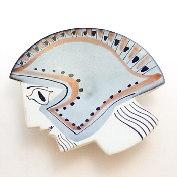 Decorative plate in the shape of a Greek warrior's head. Roger Capron, 1950s. - Art Pottery