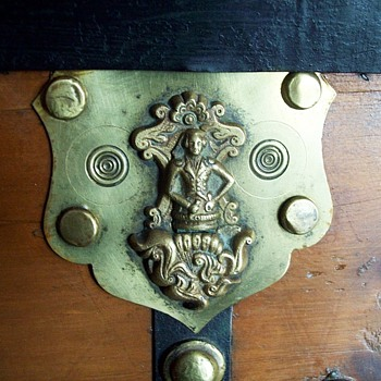 Brass antique trunk lock... George Washington?? - Furniture