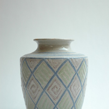 french art deco pottery vase with geometricalpattern  by Léon Elchinger (1871-1942) - Art Deco