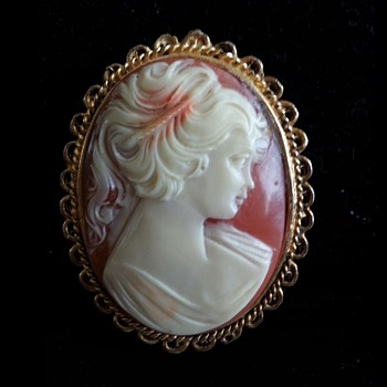 GENUINE HAND CARVED CORAL CAMEO BROOCH