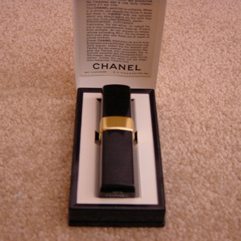 chanel no 5 atomiser for handbag vintage.  1970's