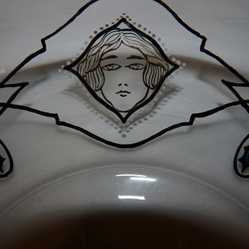 Glasfachschule Steinschönau low bowl with stylized female heads - Art Glass