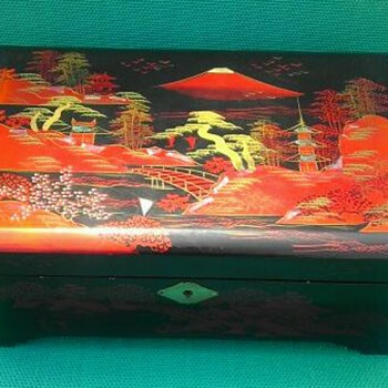 Vintage Japanese jewelry music box by Mele