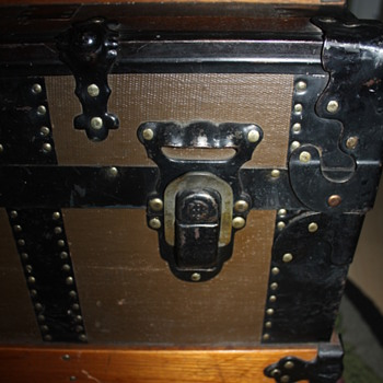 Great Original Condition Trunk - five slat top - question about maker