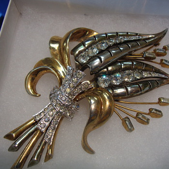Eisenberg brooch - Costume Jewelry