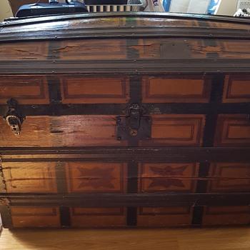 Vintage voyage trunk