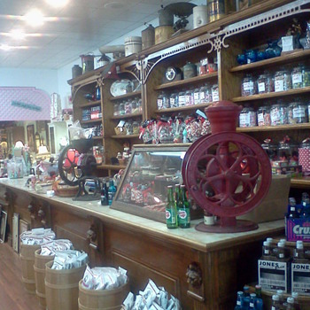 Antiques and Candy shop!!!!!! - Kitchen