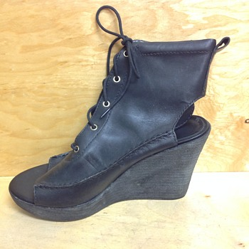 LL Bean signature boots, shoe open toe , open heel