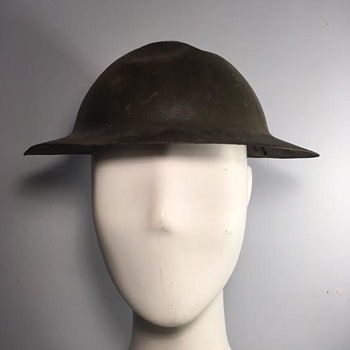 WWI Unidentified British Div Marked Helmet - Military and Wartime