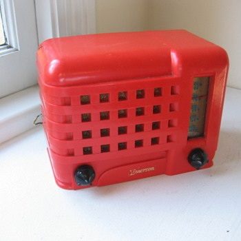 Art Deco Plastic Midget Red Emerson Radio Model  540A  from 1947 - Radios