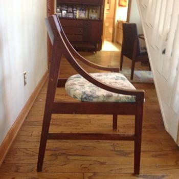 Mid century walnut Chair - Mid-Century Modern