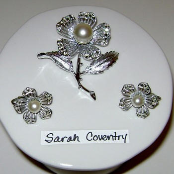 Sarah Coventry Brooch and Earrings - Nocturne