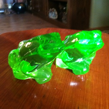 Fenton Keylime Frogs - Art Glass