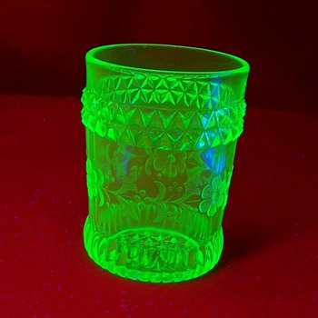 Glowy Maybe Glowy 10 - Glassware