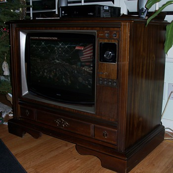 1980 RCA XL 100 25 inch color console TV - Furniture