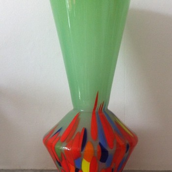 Green tango glass vase with a geometric shape - Art Glass