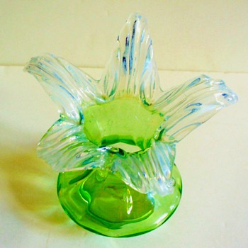"CZECH ""VAN"" EXPORTS: A KRALIK  JIP BLOOM, 1905 - Art Glass"