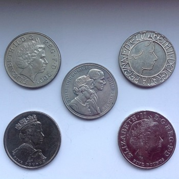 British commemorative five pound coins