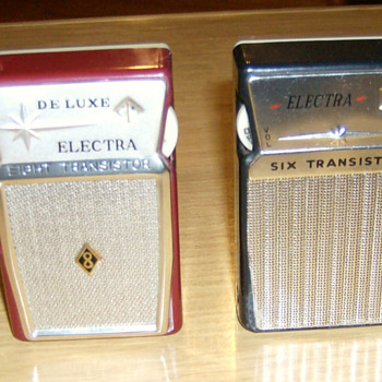 Pair of transistor radios - Radios