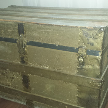 steamer trunk - Furniture