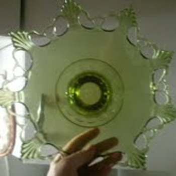 i need help identifying this please - Glassware