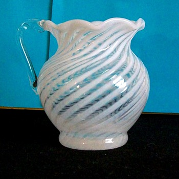 PITCHER MYSTERY FENTON OR NORTHWOOD ? - Glassware