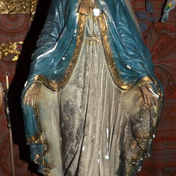 La Virgen - very old plaster statue